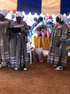 Noël aux réfugiés de guerre du nord Ouest et sud Ouest vivant à Bafoussam.
